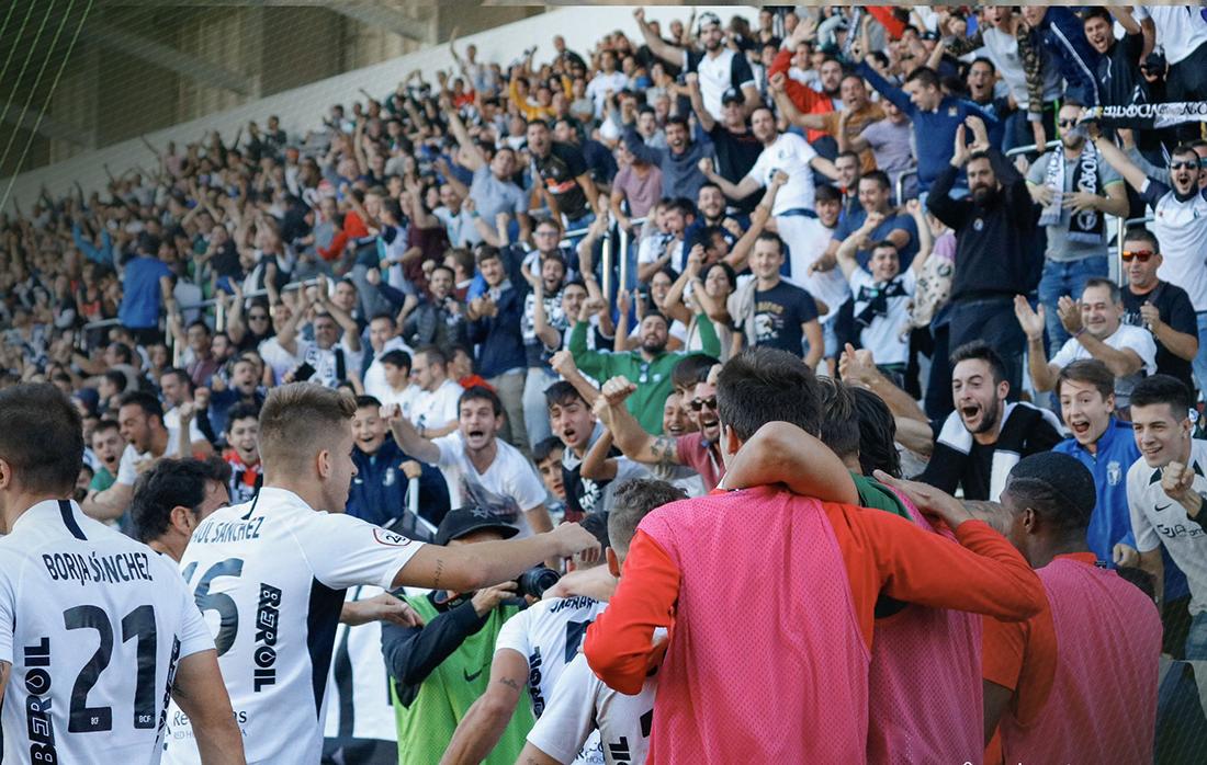 Jugadores del Burgos celebrando un gol