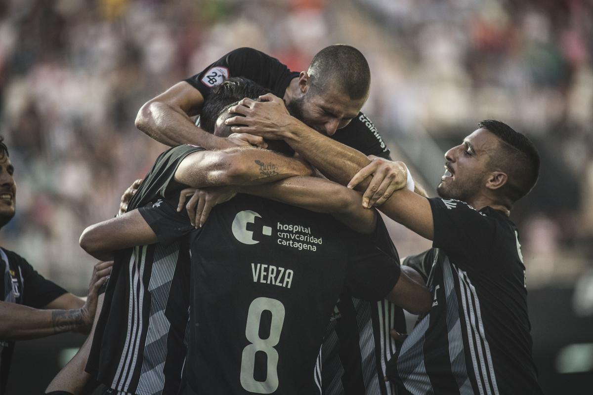 Jugadores del Cartagena celebrando un gol