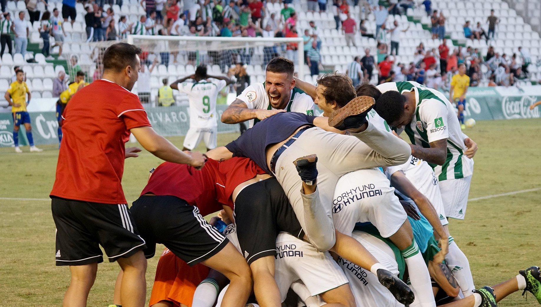 Jugadores del Córdoba celebrando un gol