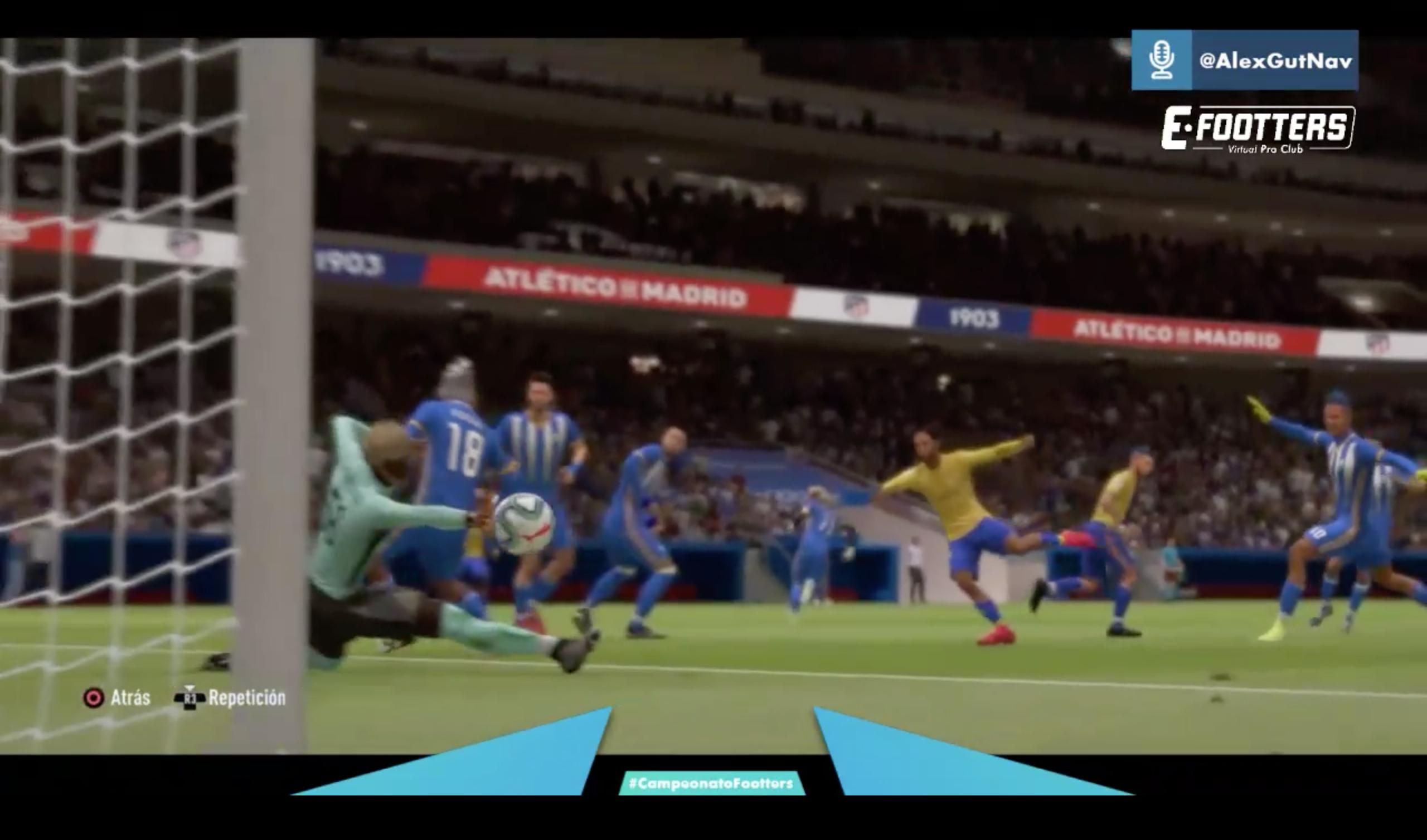 Imagen del tercer gol del Cádiz. Disparo a puerta del delantero que no puede parar el portero del Talavera