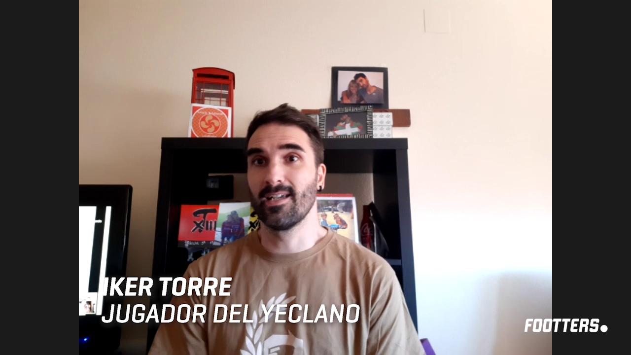 Iker torre durante la entrevista