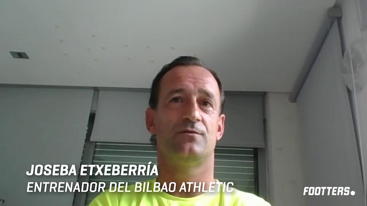 Joseba Etxeberria durante la entrevista